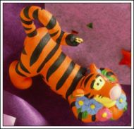 1998 Winnie the Pooh Collection: Tigger in the Garden