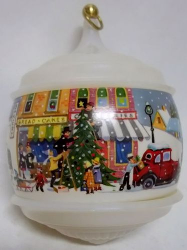 1984 White Christmas Hallmark ornament